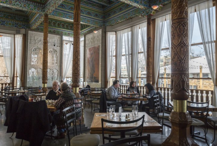 Edstedt-Victoria_Dushanbe-Teahouse-01_Yellow-Scene_2018_3